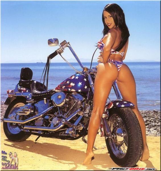 girls_with_bikes_04.jpg