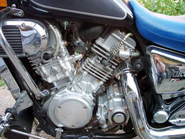 Fost chopper al meu, Kawasaki Vulcan VN 750 A9, 8 V (4 valves per cylinder), 16.090 km, 1993, 749 cmc, 2 bujii pe cilindru, V2 cylinder, four-stroke, DOHC, 67 CP, 185 km/h, 236,5 kg, cu nepotul George calare, la Mihailesti