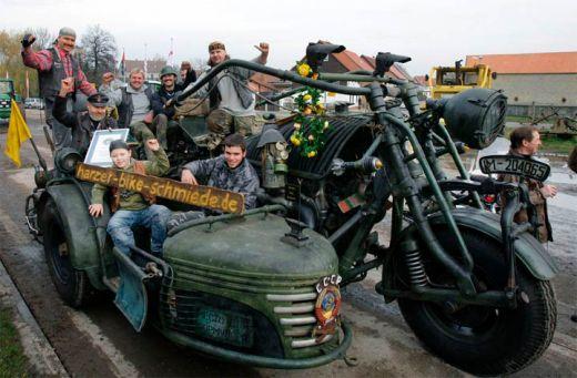 motocileta-limuzina-sau-motocicleta-schelete-vezi-cele-mai-ciudate-motoare-din-lume_19.jpg